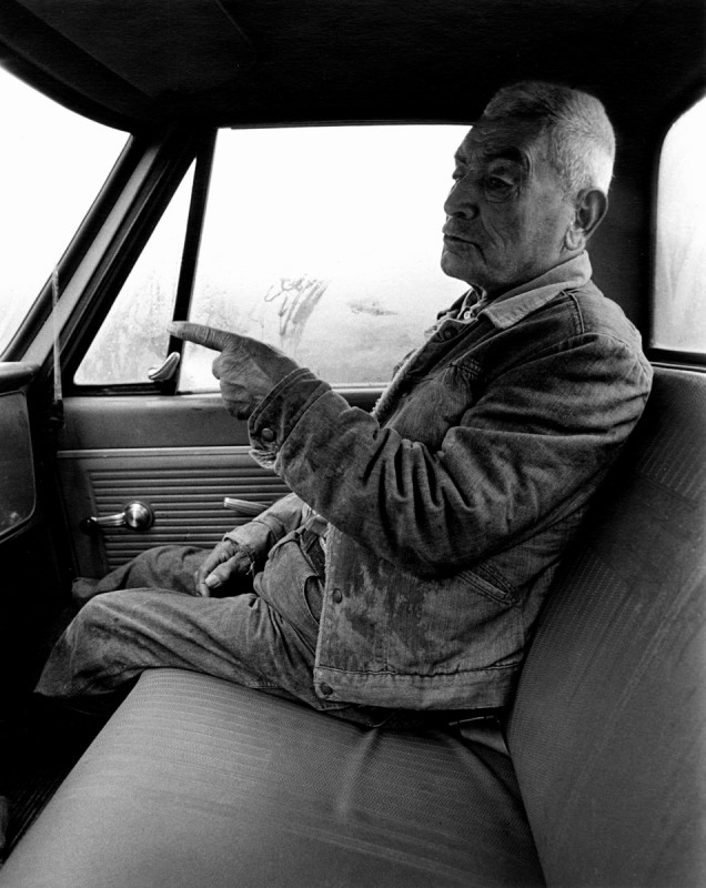 Jacobo Romero telling stories, vuelta Sáles, El Valle, New Mexico, 1979