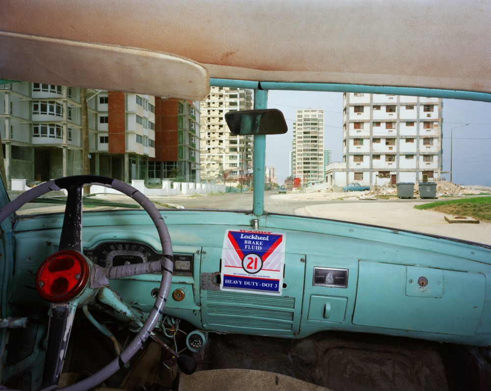 Primera between C and D, Vedado, looking west from Jorge Félix Gainza Duran's 1951 Plymouth, Havana, May 25, 1998