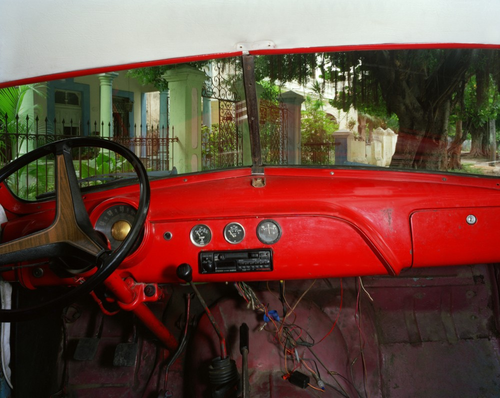 Between Calles D and E, Vedado, looking northeast from Amilcar Diaz Moises's 1951 Ford, Havana, May 27, 1998